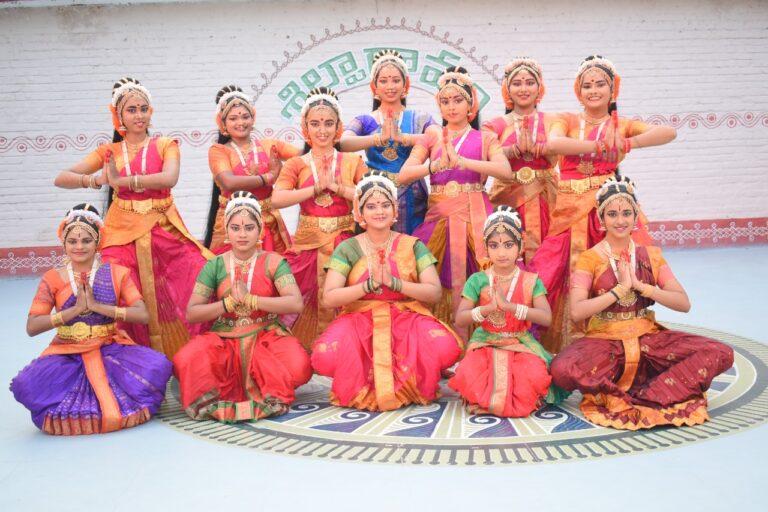 Kuchipudi performance by Kumari Pranavi Tumati and her students